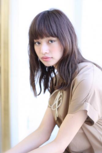 ナチュラルなストレートタッチワンカール☆透明感のある愛され女子スタイルに!