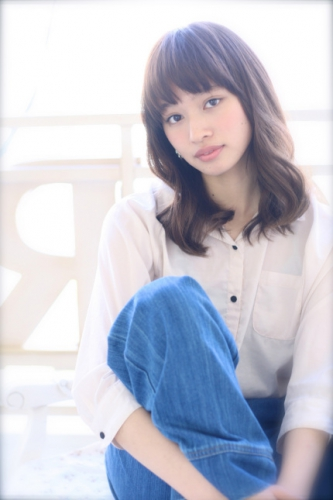 ふんわりゆるウェーブミディ☆人気のグレージュカラーで透明度UPスタイル